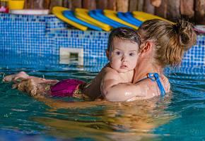Учимся плавать всей семьей